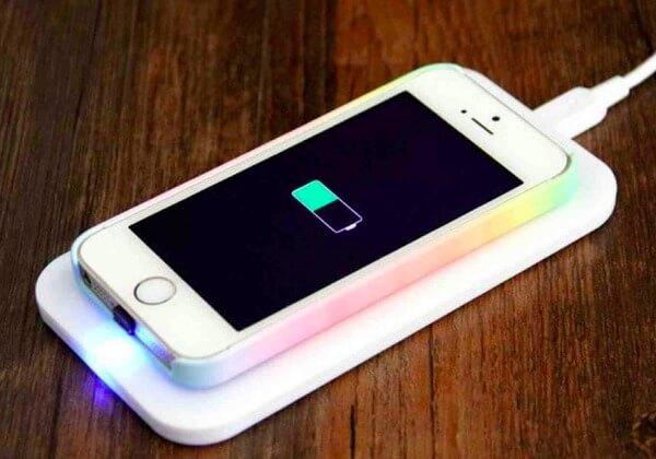 Arrêtez de jouer sur l'iPhone pendant le chargement