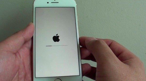 Принудительная перезагрузка iPhone 7 / 7 Plus